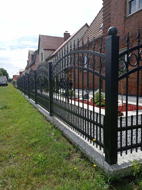 Zäune und Aluminiumzäune aus Polen – erkennen Sie die wichtigsten Vorteile